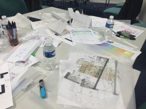 table de travail en groupe lors des formations